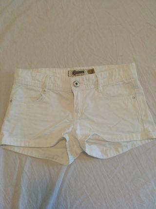 Pantalón corto chica en color blanco