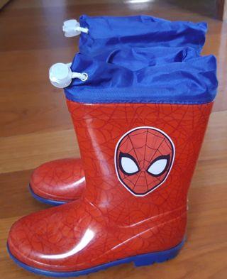 Bota de agua spiderman talla 28 y cazadora niño