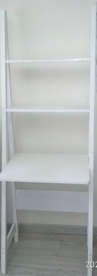 Mueble estantería blanca tipo escalera