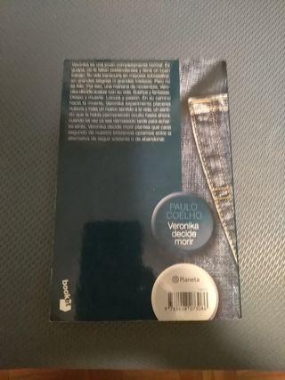 """Veronika decide morir"" Paulo Coelho"