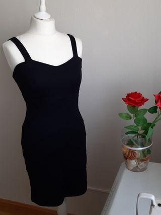 Vestido negro ajustado