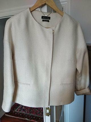 chaqueta pique blanco roto.