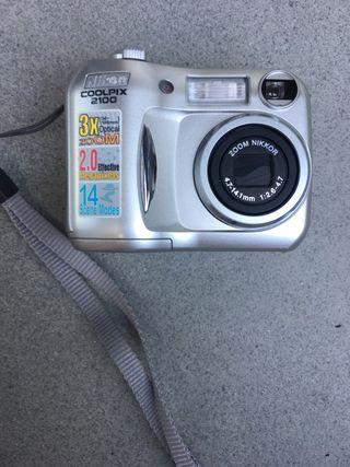 Cámara Nikon Coolpix 2100
