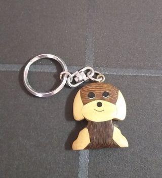 Llavero perro de madera ( 1€)