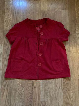 Chaqueta roja de botones y bolsilllos