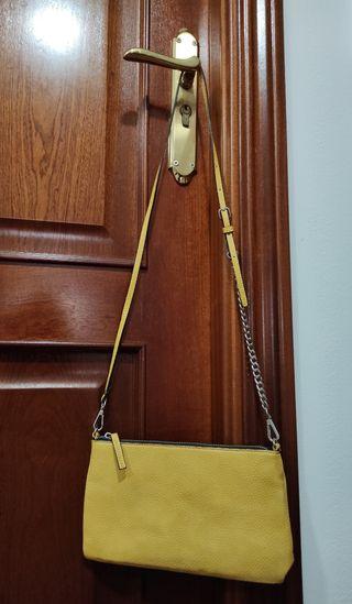 Bolso amarillo de MANGO.