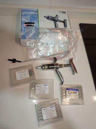 Jeringa automática-vacunador de uso veterinario.