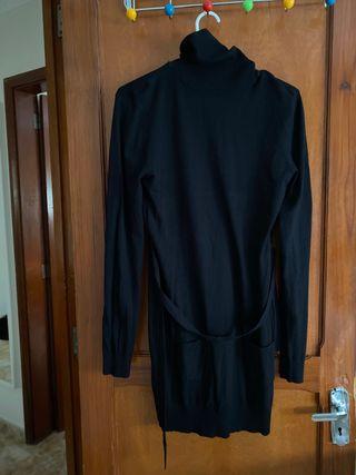 Vestido de cuello vuelto negro
