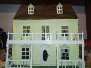 Casa grande de muñecas antigua. Precio negociable