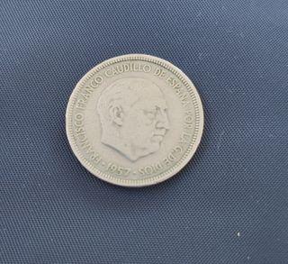 Moneda antigua de 5 pesetas, año 1957