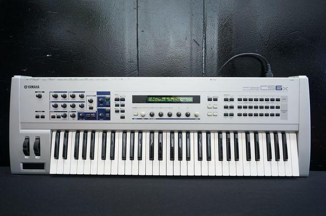 Piano YAMAHA CS6x + sintetizador AN1 y VOCODER