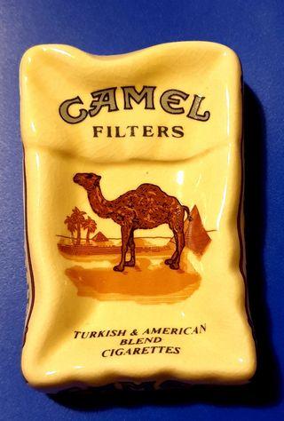 Cenicero Camel