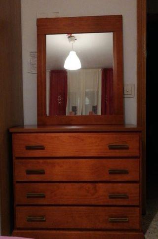 comoda y espejo de madera