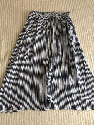 Falda blanca y azul con botones de mango