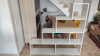 Estantería triangular escalera