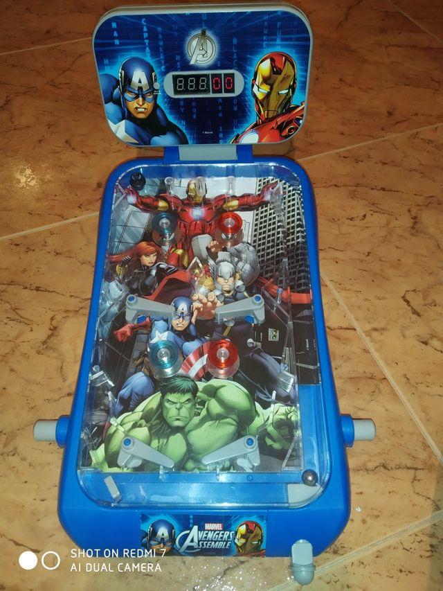 Pinball Avengers juguete