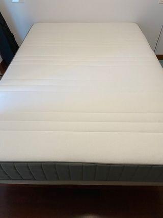 Colchón y base tapizada