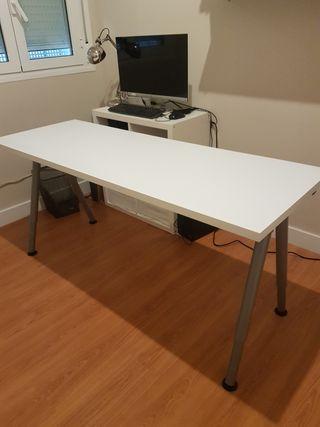 mesa blanca de despacho semi nueva