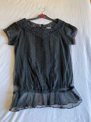 Blusa negra con encaje