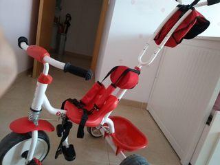 Triciclo bebé muy bien cuidado