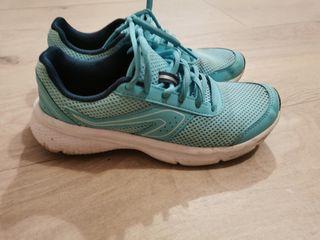 Zapatillas Decathlon correr caminar verde