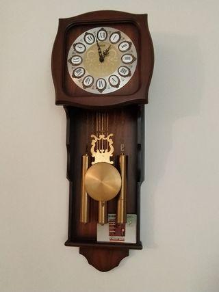 Rellotge paret, amb campanades vàries