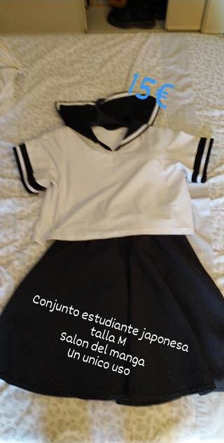 conjunto de falda con tirantes y camiseta