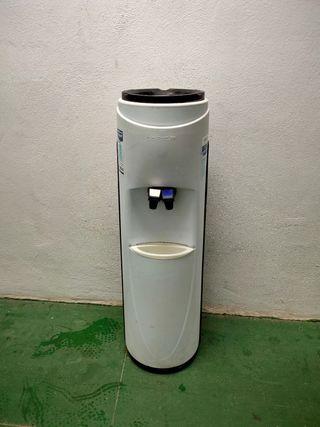 Fuente de agua / dispensador