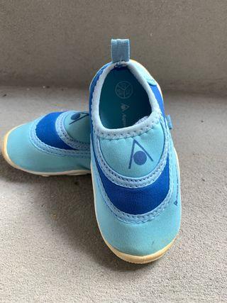 Zapatos neopreno talla 24