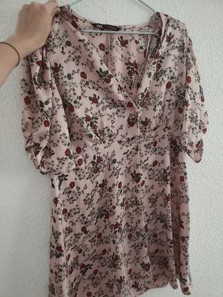 Vestido corto de flores Zara