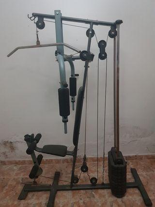 máquina multifunción gimnasio