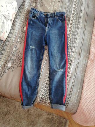 pantalón con franjas laterales