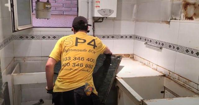 REPARACIÓN URGENTE EN COCINA.