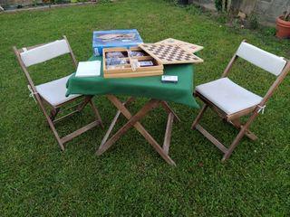 Caja con varios juegos de mesa