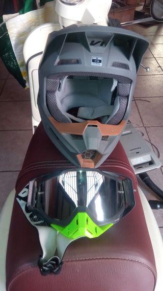 vendo casco de motocross Fox V1 prácticamente nue