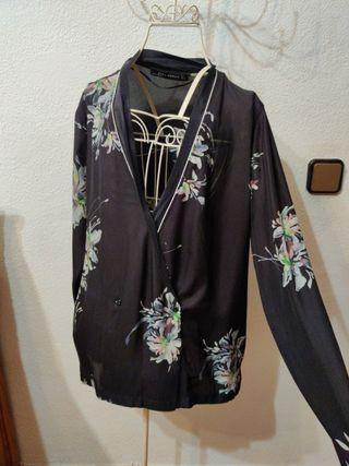 Blusa negra zara estilo japonés nueva