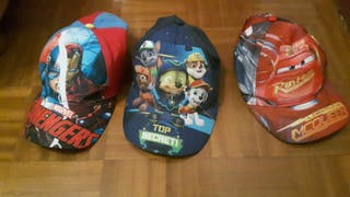 Lote de gorras niño