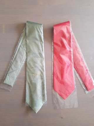 dos corbatas de seda nuevas