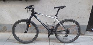 Bicicleta de montaña Rockrider 5.2 en buen estado