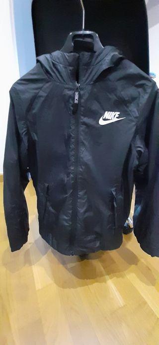 cazadora negra Nike