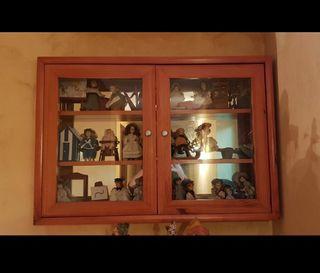 Mueble decorativo + colección muñecas de porcelana