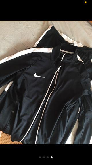 Chandal Nike negro Hombre SIN ESTRENAR - M