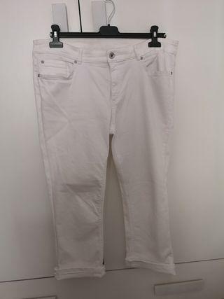 Pantalón blanco pirata