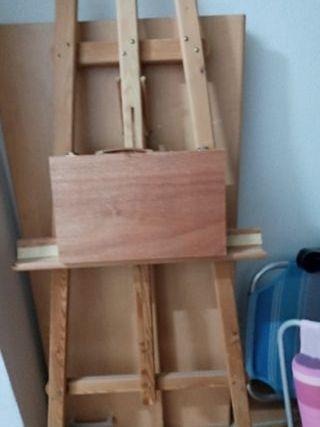 2 caballetes pintor y un maletin de pintura