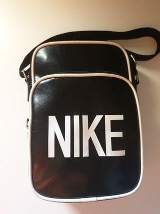 Bolso bandolera Nike en piel