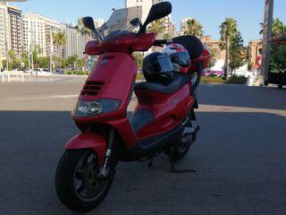 Magnífico scooter de 150 con 12 CV que empujan con