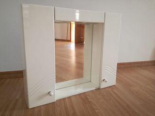 mueble baño con espejo, luces y 2 puertas.