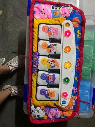 juguetes piano de tela