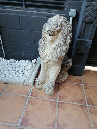 León piedra. muy antiguo