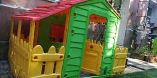 casita para niños/as. parque infantil. benéfico